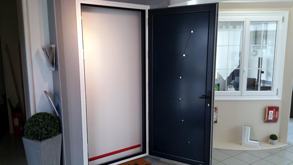 Mdp fermetures menuiseries porte entr e alu portes for Portes entrees alu